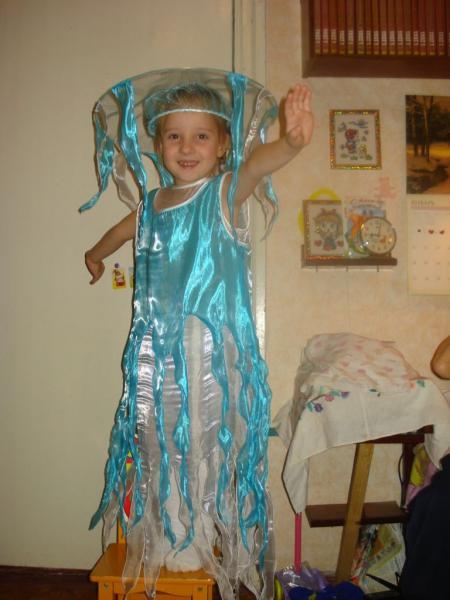 Костюм медузы для девочки своими руками из подручных материалов 8