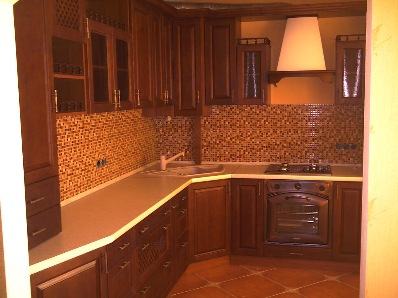 Кухня угловая с выступом стены фото дизайн