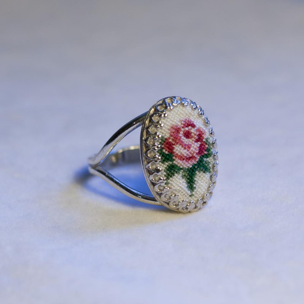Кольцо с вышивкой крестом 51